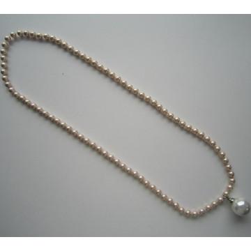 Collier à la mode en perles fines avec gros pendentif