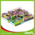 Open set up construir playground de diversões interior