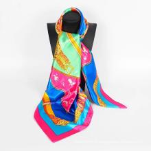 2017 Nouveau gros usine Fourniture unique conception carré foulard satin
