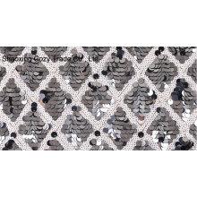 Tela de bordado de malla de lentejuelas en blanco y negro para vestirse