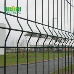 3D curvy triangle bends fence