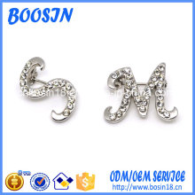 Elegante broche de letras de diamantes de imitación para disfraz