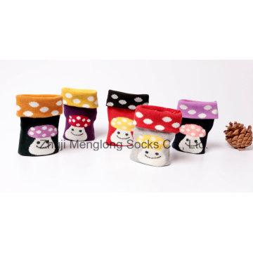 Sehr nettes Mädchen Baumwollsocken mit beliebten Pilz Muster in klar-Box verpackt