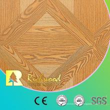 12.3 АС4 мм с тиснением Дуб Звукопоглощающие Паркетный пол в нем покрыт ламинатом