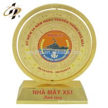 Venta al por mayor muestra gratis nombre de diseño personalizado placa de oro grabado trofeo placas de recuerdo
