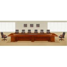 Mesa retangular e cadeiras de sala de reunião de forma retangular