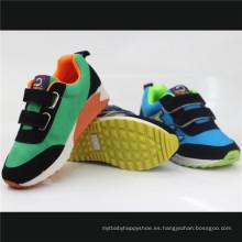 Zapatos deportivos de inyección para niños con Magic Tap (snc-230025)