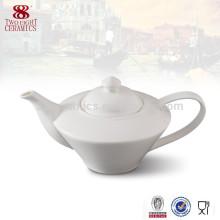pot de thé turc blanc de porcelaine de stock pour l'usage d'hôtel