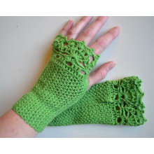 Green crochet gloves with lace trim for girl