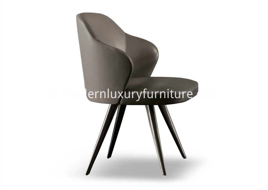Minotti Leslie Little armchair (1)