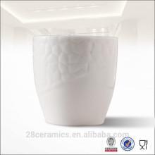 Kostenlose Probe Großhandel Weiß Relief Keramik Kaffeetasse