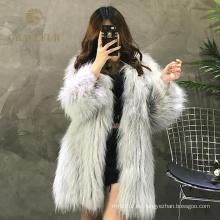 Abrigo de piel de mapache real con estilo de excelente calidad