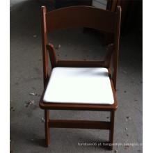 Cadeira de plástico acolchoada de jardim marrom para eventos de casamento