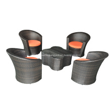 Wicker Flowery Distro Set with Glass Top