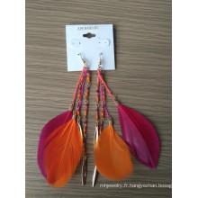 Seedbeads de Bohême et boucle d'oreille plume à pampille