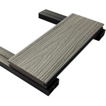 Plástico Co de alta qualidade expulsou o Decking disponível de Wpc com superfície de lixamento
