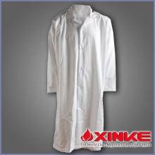 doctor de capa blanca de estilo caliente para el hospital