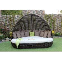 Exklusives klassisches Design Synthetisches Poly Rattan Tagesbett / Sonnenbank mit Bogen Für Outdoor Garten Strand Resort Pool Wicker Möbel