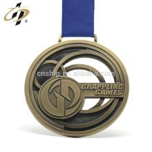 Medalla del campeonato grappling grabada de metal hueco de encargo de oro antiguo