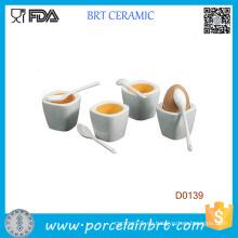 Taza de huevo cerámica blanca con cuchara
