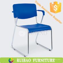 Moderno duradero empilable barato silla de oficina silla de cromo con cojín de cuero