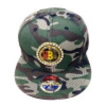 Snapback Cap mit Metallabzeichen 1608