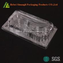 Plastikwegwerfbehälter, der für Kuchen verpackt