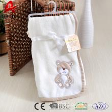 popular bordado oso polar de lana de coral manta pesada 100% poliéster recibiendo manta de bebé