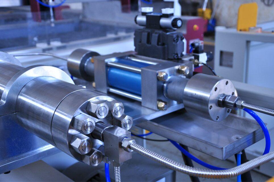 High pressure accumulator