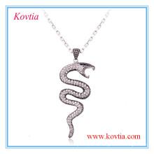 Collier pendentif à col roulé serpent