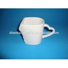 Forme spéciale en porcelaine en blanc