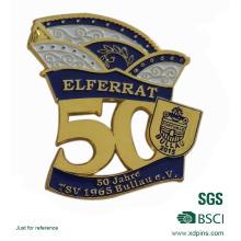 Moulage sous pression de haute qualité 50 ans d'anniversaire Pin à revers en or