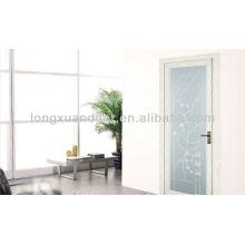 Puerta abatible de aluminio con vidrio y diseño moderno