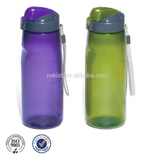 botella plástica del deporte con el tapón de rosca