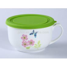 tazón de cerámica con mango y tapa