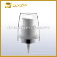 Pompe à lotion en plastique / pompe à loches crème de 18 mm / distributeur de pompe à lotions de revêtement uv avec surcapsule pp
