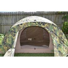 Barraca de acampamento na barraca de Camo para o acampamento