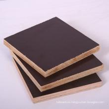 La madera contrachapada de la película del color negro de 18m m hizo frente con buen precio
