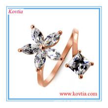 O anel de casamento o mais atrasado projeta anéis espirais da forma do rhinestone