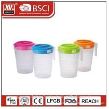 jarro de água de plástico