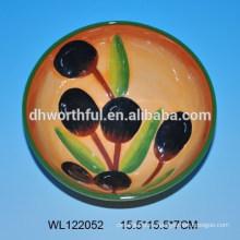 Прекрасная керамическая чаша с оливковым дизайном
