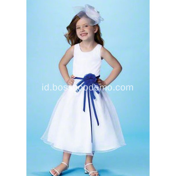 Ball Gown Round Neck Tea-panjang Satin Tulle Flower Girl Dress