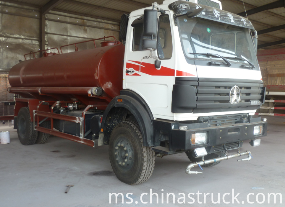 BEIBEN Heavy duty water tank truck