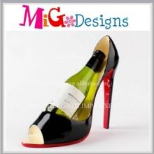 Уникальная обувь с высоким каблуком и держателем шампанского