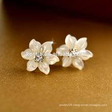 Yiwu Jewelry Manufacturer little flower shell Thailand 925 sterling silver stud earring