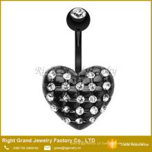 O preto chapeado as multi gemas de CZ pavimentou o anel de um centador de aço cirúrgico da forma do coração