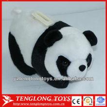 Панда с плюшевыми игрушками