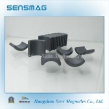 Постоянный ферритовый магнит в форме дуги, используемый в двигателе