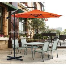 Terrasse extérieure en acier suspendue banane piscine parasol