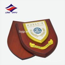Simple patrones de color amarillo logotipo placa de madera premio